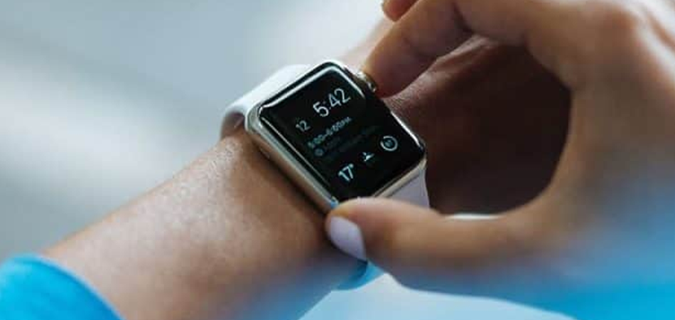 Do Smartwatches Emit Radiation? – Essential Guide In 2021