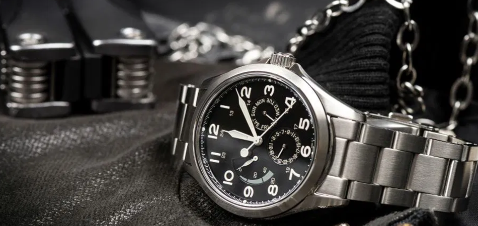 Why Do Military Wear Watches: Ultimate Guide In 2021
